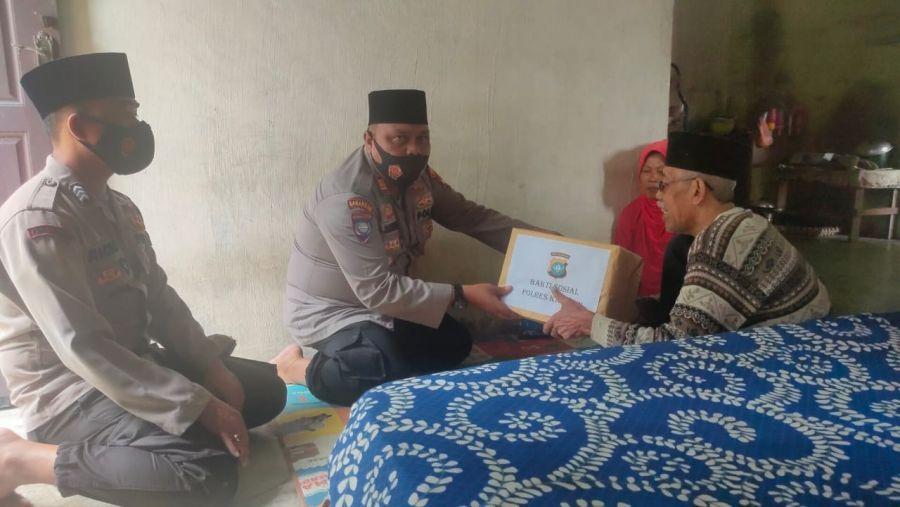 Bulan Suci Ramadhan, Kapolres Karimun Bakti Sosial Kepada Warga yang Mengalami Stroke