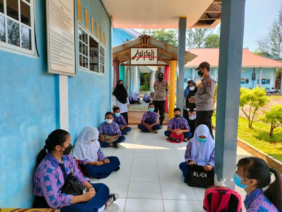 Pembelajaran Tatap Muka Dilaksanakan, Polsek Bintan Timur Cek Prokes di Sekolah