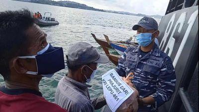BKO Guskamla Koarmada I Beri Sembako Kepada Nelayan Bentuk Kepedulian Lantamal Dimasa Pandemi