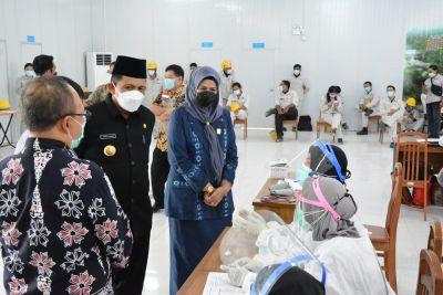 Gubernur Ansar Ahmad Tinjau Pelaksanaan Vaksinasi Mandiri PT. BAI