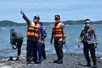 Jaga Kedaulatan NKRI, Kapolres Bintan Pantau Pulau Terluar Dan Kibarkan Bendera Merah Putih