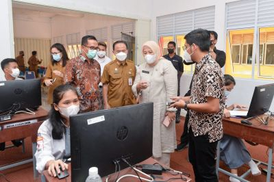 Permudah Proses Belajar, Wagub Marlin Launching Aplikasi E-Belajar di Batam